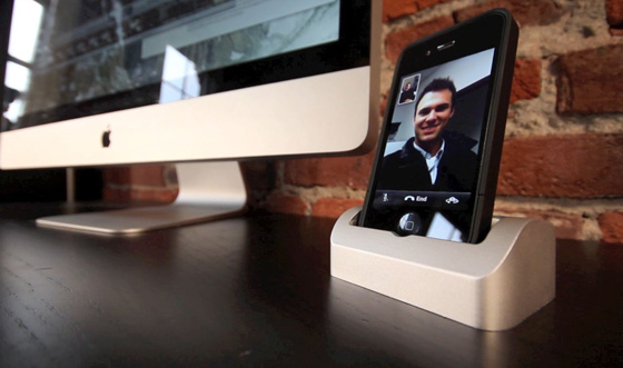 The Elevation Dock for iPhone blows away Apple's crap options
