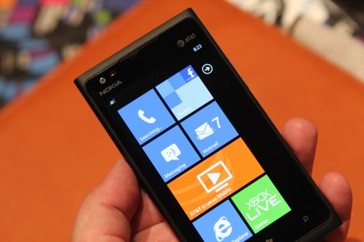 IMG 5633 520x346 We took a closer look at the Nokia Lumia 900, yep its great [Video]