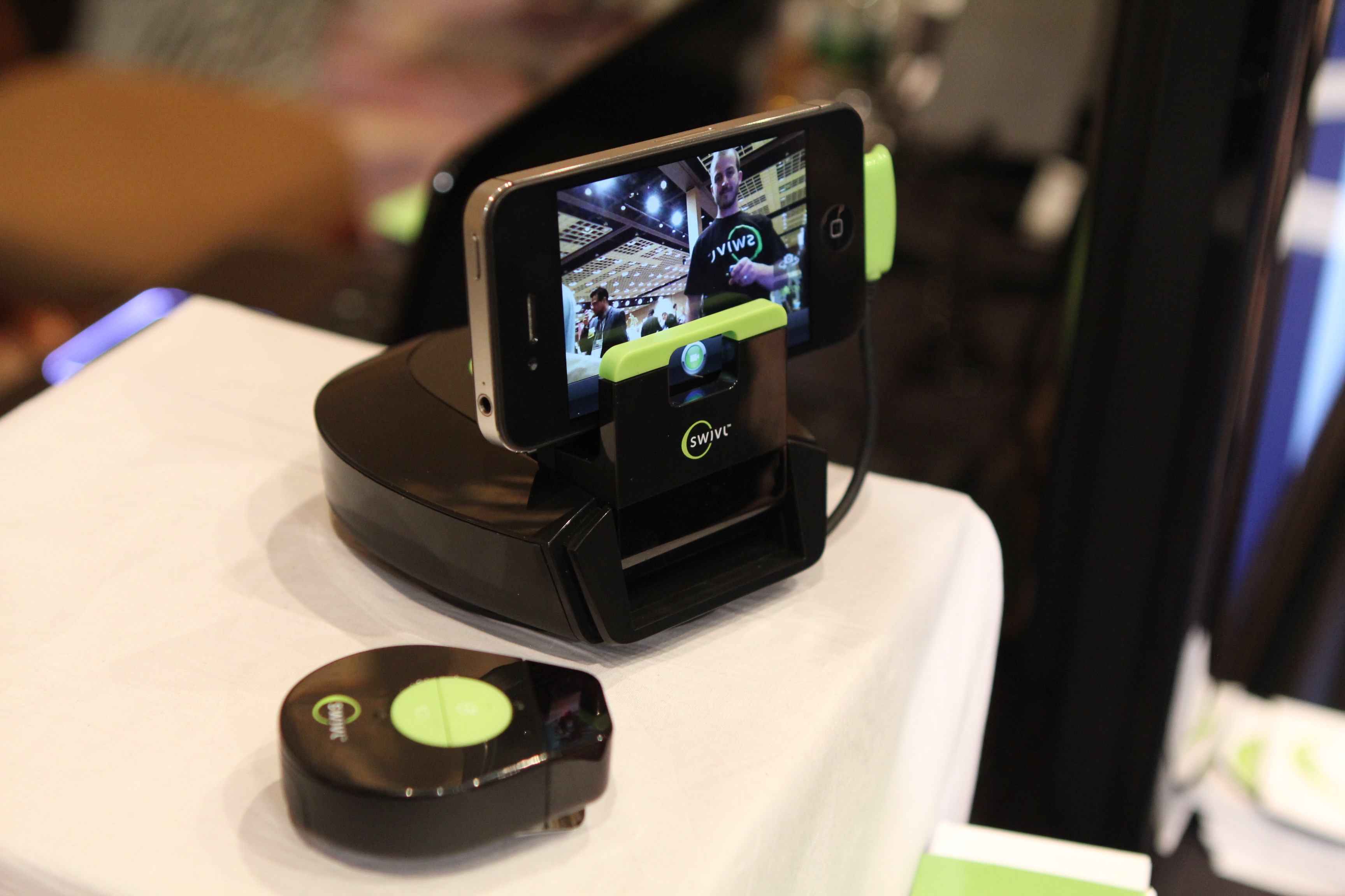 The Swivl auto-tracking camera mount for iPhone is here, and it sure is sweet [Video]