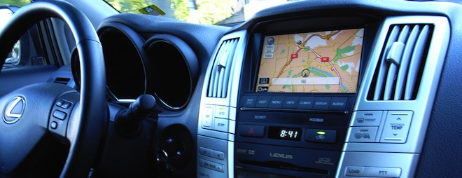 This Kickstarter project turns your smartphone into a sleek car stereo