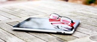 iPad reading by Wiertz Sébastien on Flickr