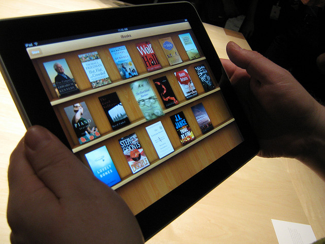 Apple saw 350,000 textbook downloads from its iBookstore in 3 days, says analyst