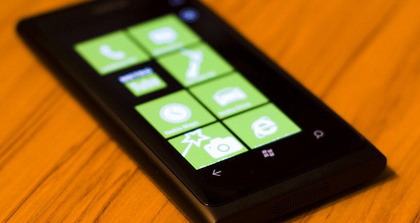 Nokia offering free Lumia handsets to spark developer interest