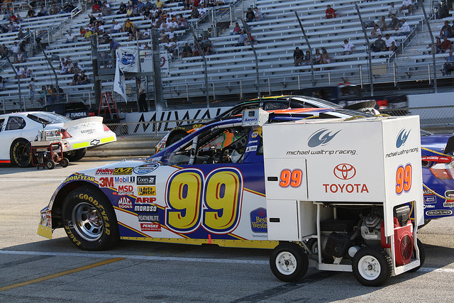 NASCAR racing team turns to Google+ Hangout to prep fans for Daytona 500