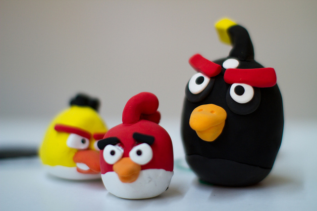 Angry Birds crashes onto Facebook a day early, available to play now