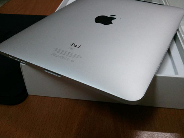 Apple working with suppliers to test 8-inch iPad, says WSJ
