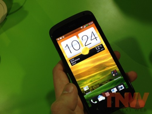 IMG 1727wtmk 520x390 Hands on with HTCs new One series smartphone lineup [Photos]