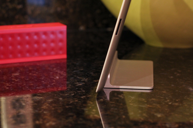 Review: The Ten One Magnus is a wonderfully minimal magnetic stand for iPad 2