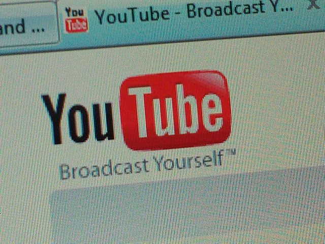 YouTube adds thumbnail previews to its player, lets you scan ahead