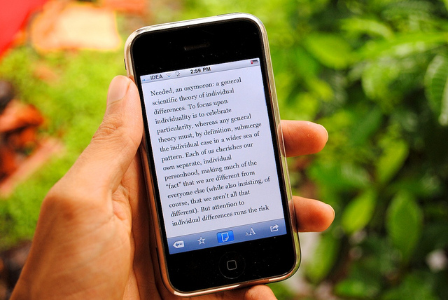 Here's a neat trick: Use Read It Later or Instapaper with one tap in Flipboard for iPhone