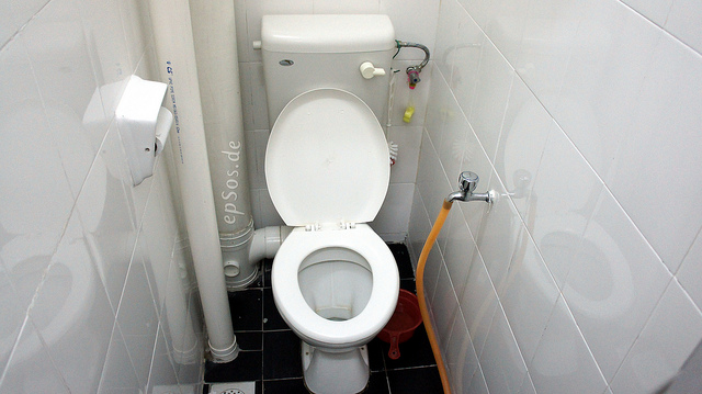 From Twitter to toilet: Now you can wipe with your favorite tweets. Genius.