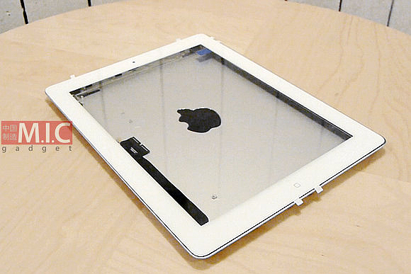 Parts that appear to be for iPad 3 assembled and tested with cases, including Apple's Smart Cover ...