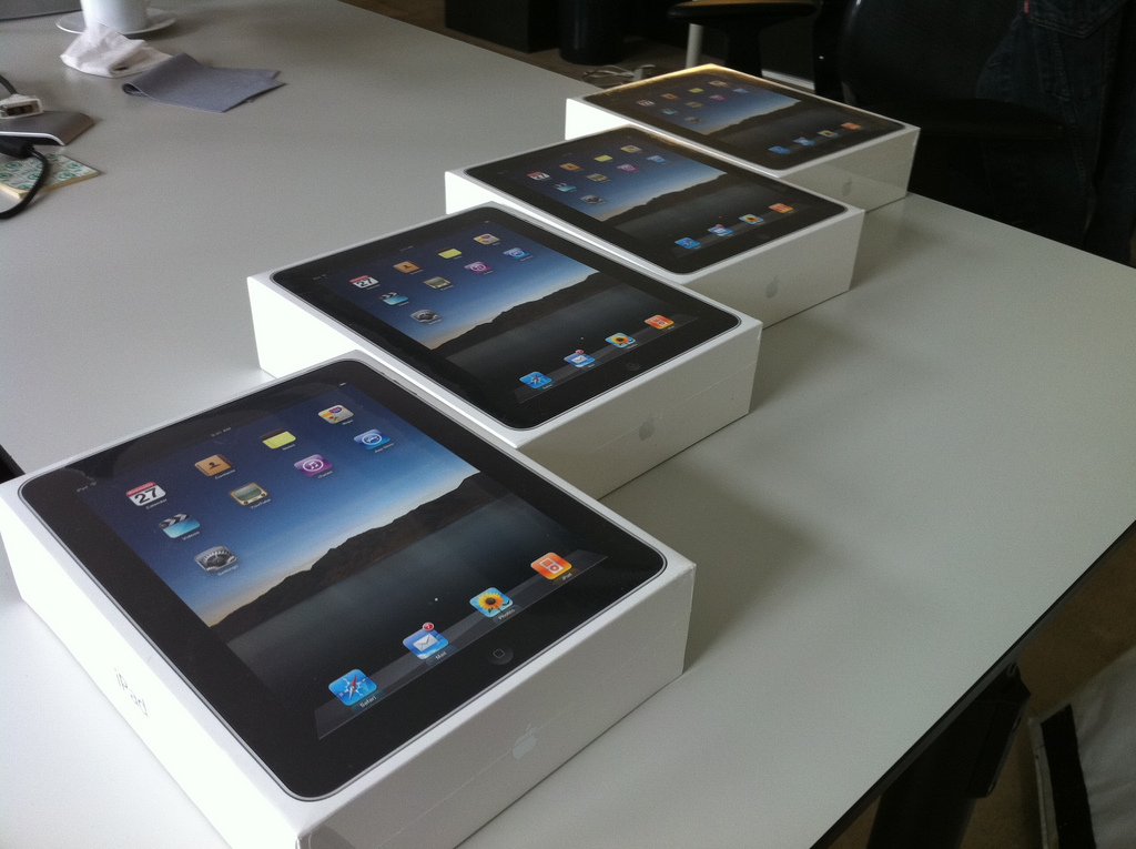 Report claims 200,000 new iPads have already been smuggled into China-Hong Kong border city