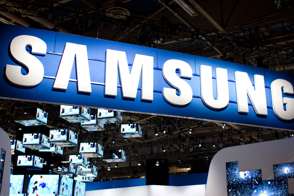 Samsung launches its first online store in India, strengthening its bid to overtake Nokia