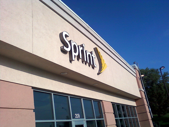 Sprint posts $863 million first-quarter loss, selling 1.5 million iPhones