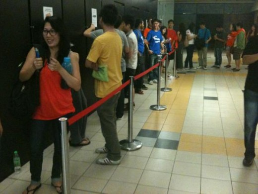 ipad malaysia2 520x390 Queues in Malaysia and Korea as Apples new iPad goes on sale in 12 more countries