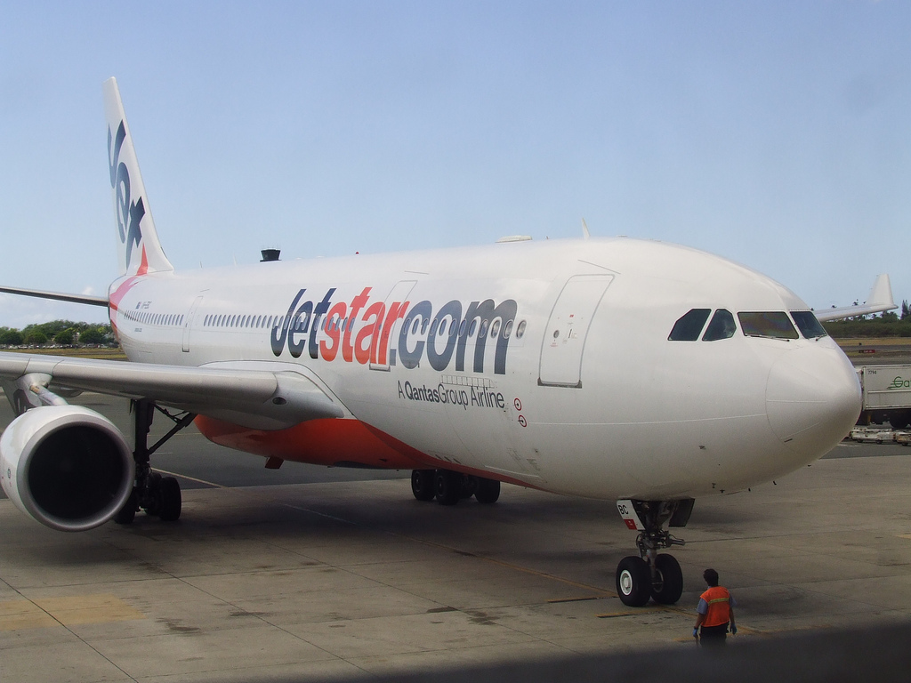 "Australian plane aborted landing because its captain was ""preoccupied with his phone"""
