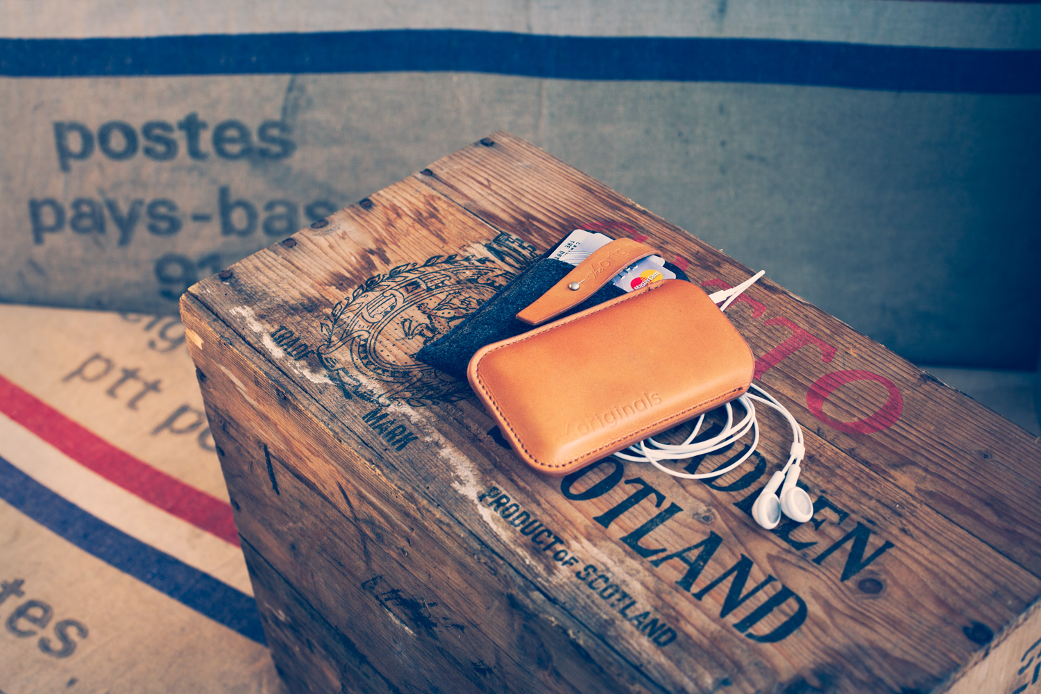 Mujjo's new cases for iPhones, iPads and Macbooks are a vision in felt and leather