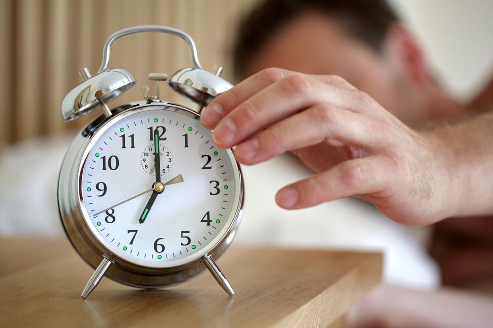 Someone help this designer get his iPhone alarm clock design on Kickstarter