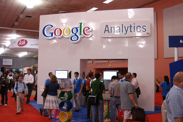 Google opens Google Analytics Content Experiments to all, adds new tracking features too
