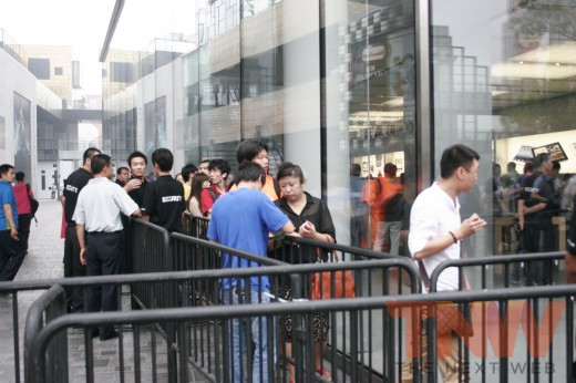 22 520x346 Apples new iPad launches in China with short queues and no chaos