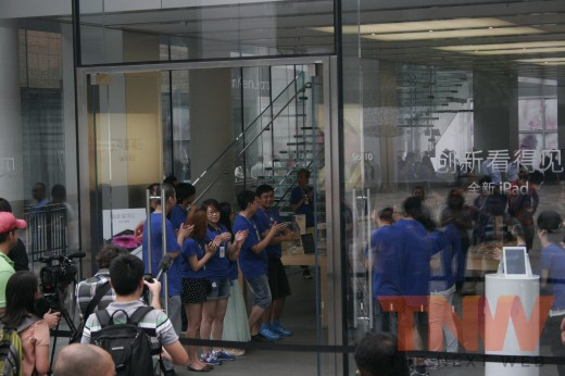 4 520x346 Apples new iPad launches in China with short queues and no chaos