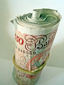 money 50s 220x293 Now anyone in the UK can be an early stage startup investor as Seedrs launches