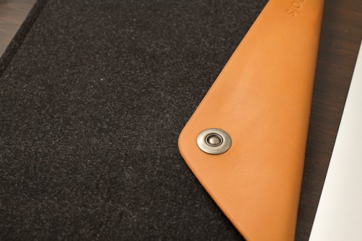IMG 6943 520x346 Review: Mujjo Originals sheathes your MacBook in lovely swatches of leather and felt