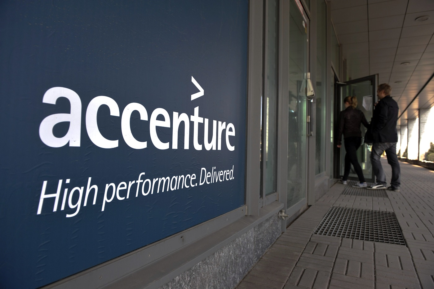 "Accenture acquires ""software and skills"" of Nokia Siemens Networks' IPTV business; ..."