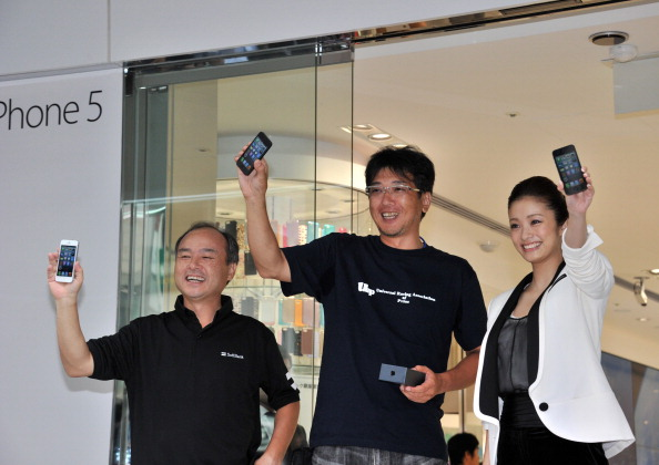 Japan's NTT DoCoMo says it's open to carrying Apple's iPhone