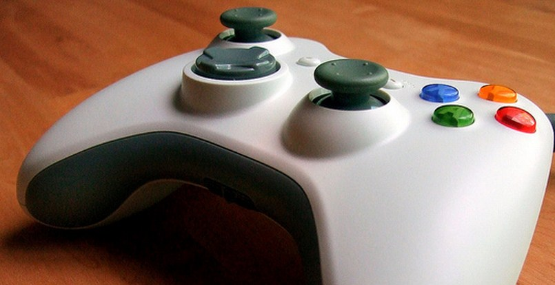 Microsoft yanks Xbox's Twitter and Facebook apps, pointing users to Internet Explorer 9