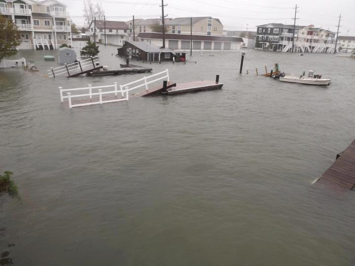 Twitter offers free Promoted Crisis Tweets to @RedCross and more in wake of Hurricane Sandy