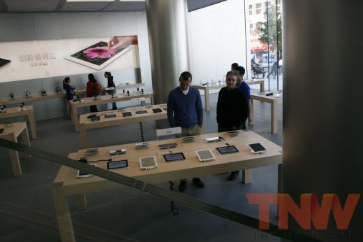 applestore wangfujing 9wtmk 520x346 Apples Browett guides tour of new Beijing store, confirms upcoming Shenzhen location
