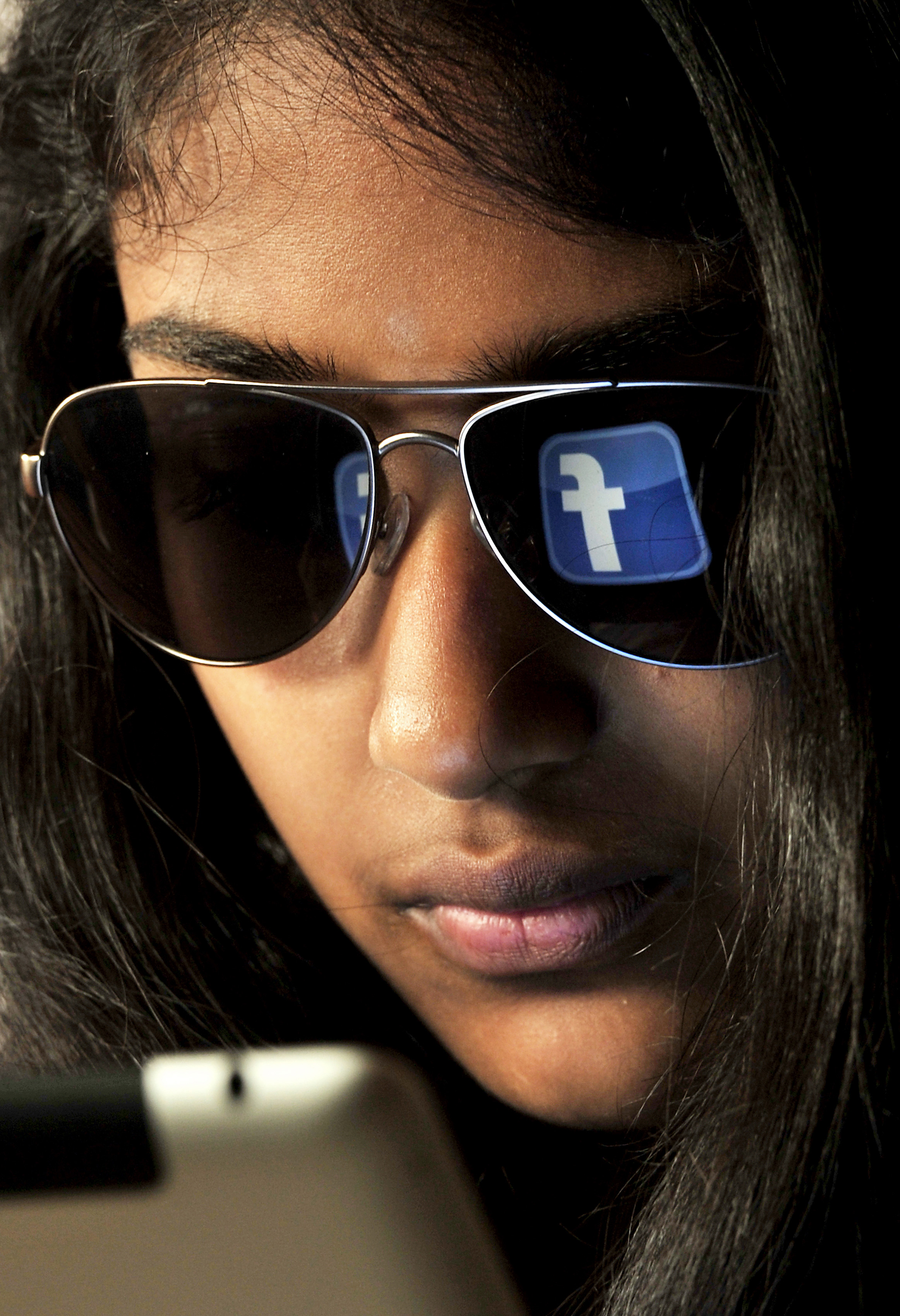 The next billion: Facebook offers $1 credits for mobile signups and referrals in India