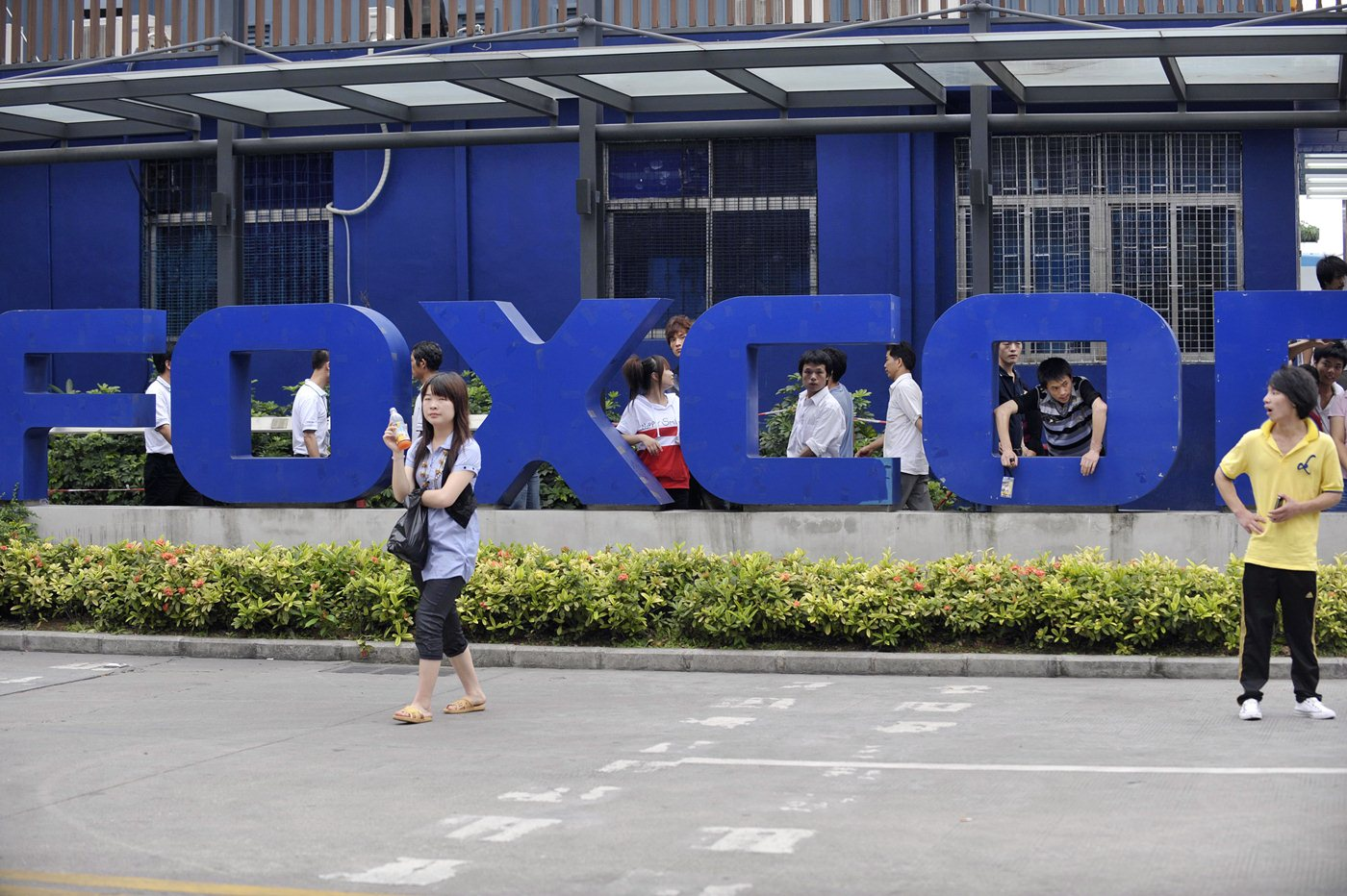 Foxconn admits it breached Chinese labor laws by hiring 14-year-old interns