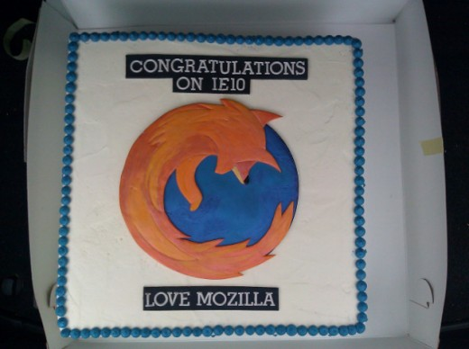 ie10 mozilla firefox cake 520x388 Mozilla sends the Internet Explorer team a cake, proving that it can sling saccharine with the best of them