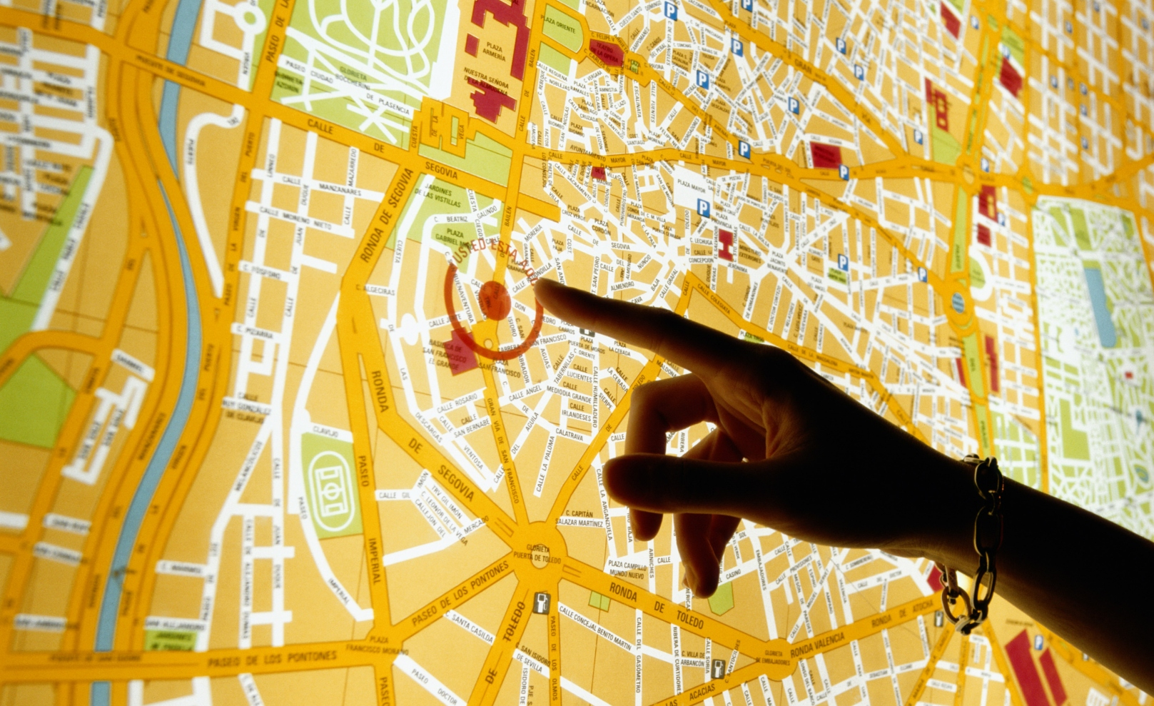 Google Maps gets Tracking and Geolocation APIs, to help apps determine location without GPS