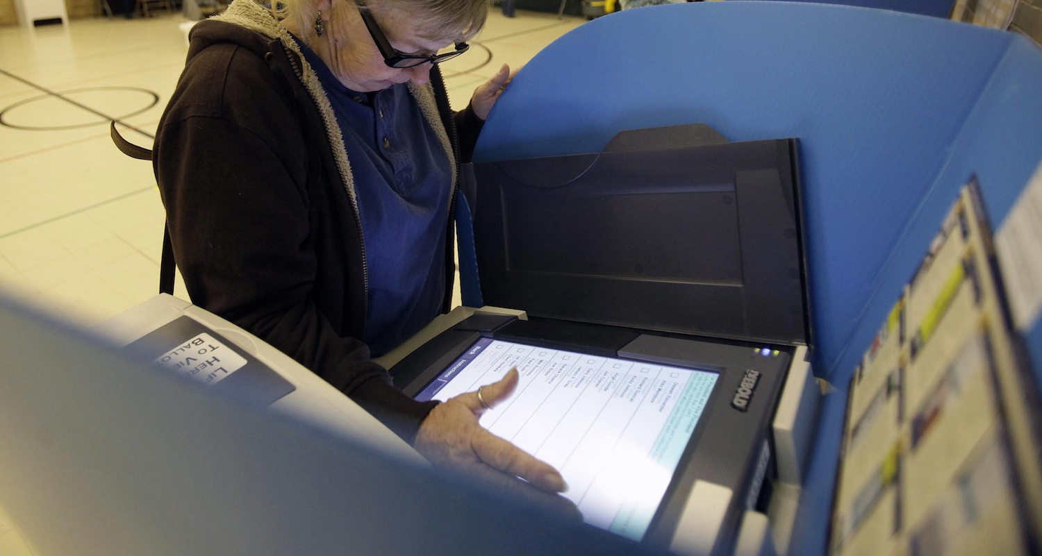 Reddit user captures video of 2012 voting machines altering votes [Update: Confirmed]