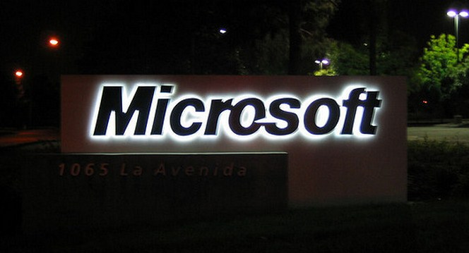 Microsoft acknowledges that it is 'investigating' the Windows Phone 8 rebooting issue