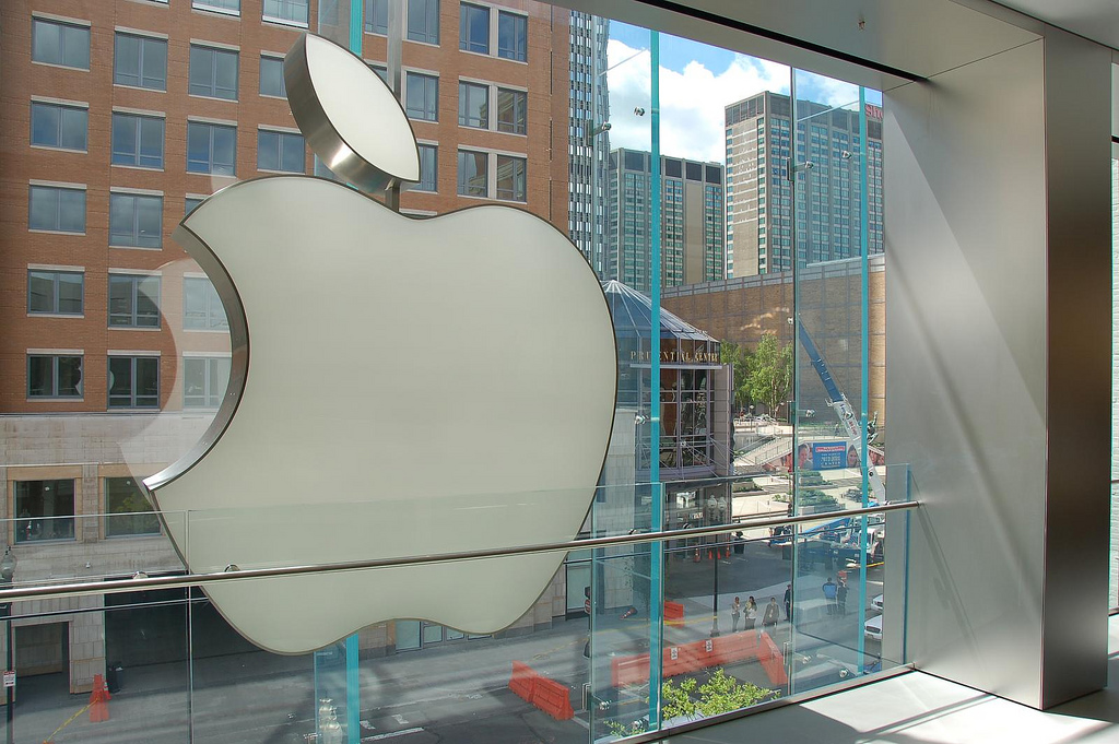 Apple corrects 'inaccurate' Samsung apology, adding it to its UK website front page following ...