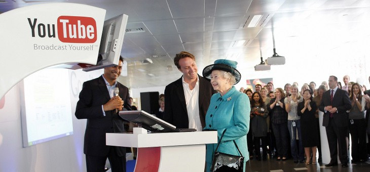 The Queen's Royal Collection in Britain gets a tablet computer – and it's a Samsung ...