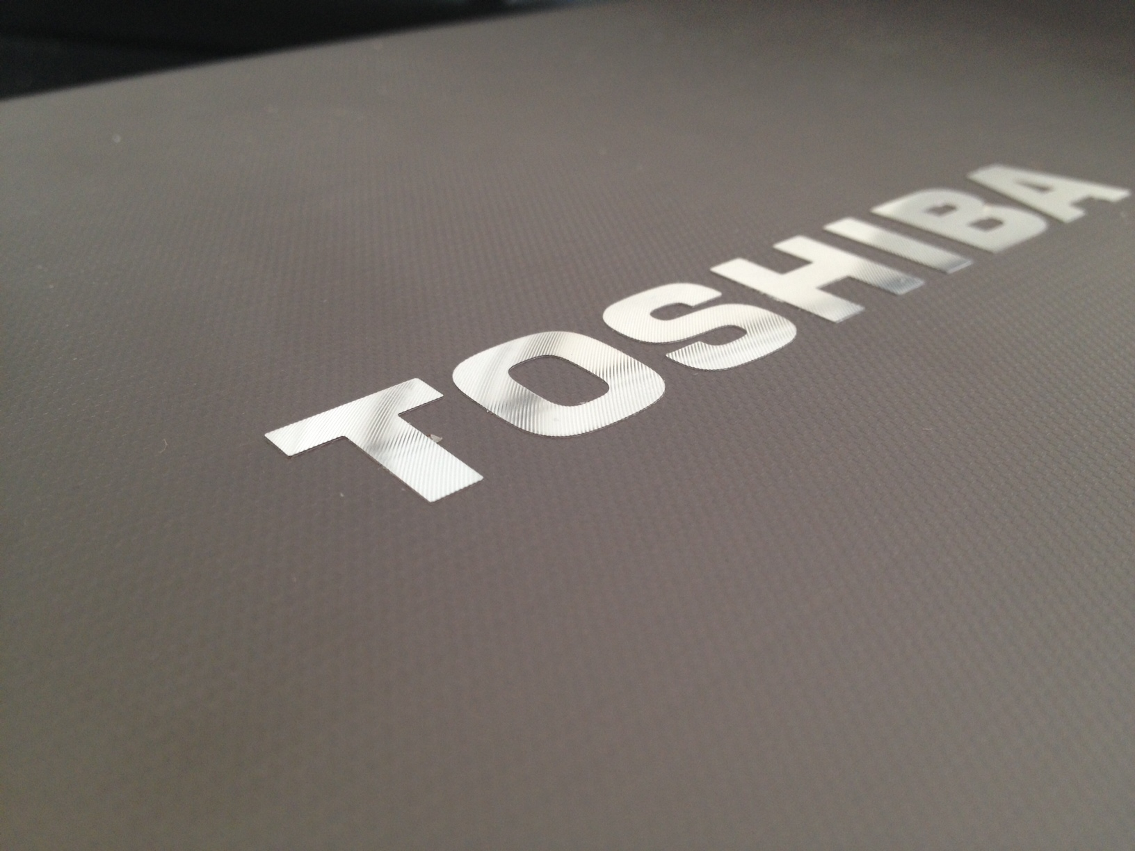 Toshiba P875 review – A workhorse of a laptop that might break your back but not your bank