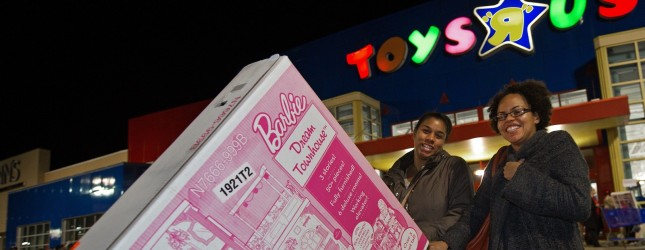 Black Friday shoppers leave the Toys-R-U