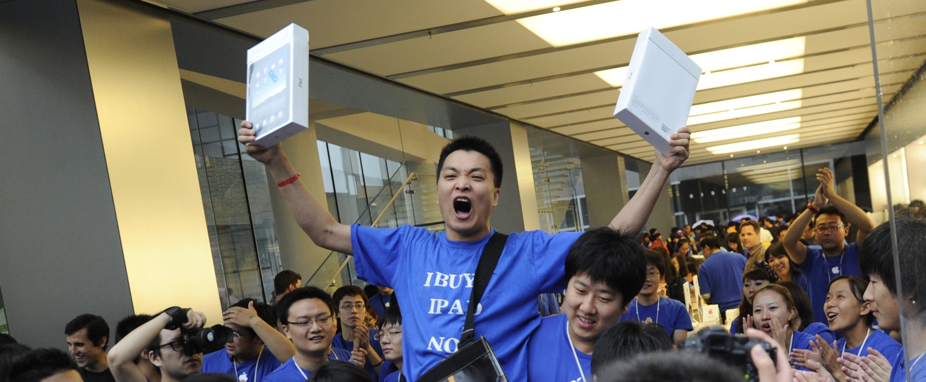Apple customer Han Ziwen shouts holding