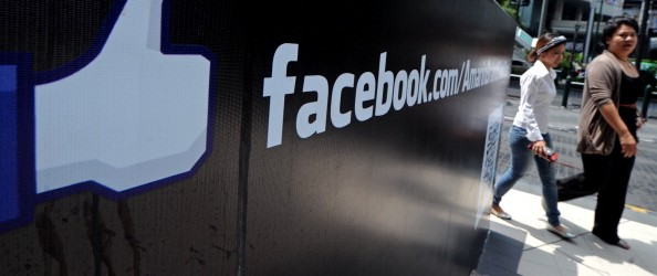 Facebook returns to full service, blames DNS update for downtime