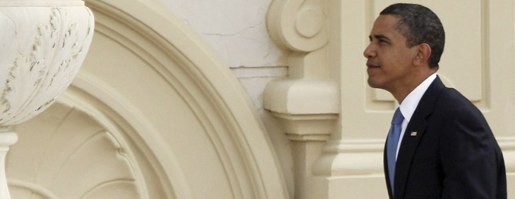 In 1 hour @BarackObama will host a Twitter town hall to discuss the fiscal cliff