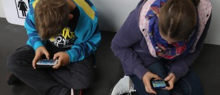 kids-on-phones-floor
