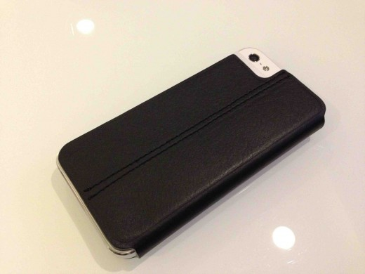 EFCA2A54 1110 4821 AC23 B0496CE614ED1 520x390 Twelve South debuts slim, attractive SurfacePad wrap for iPhone