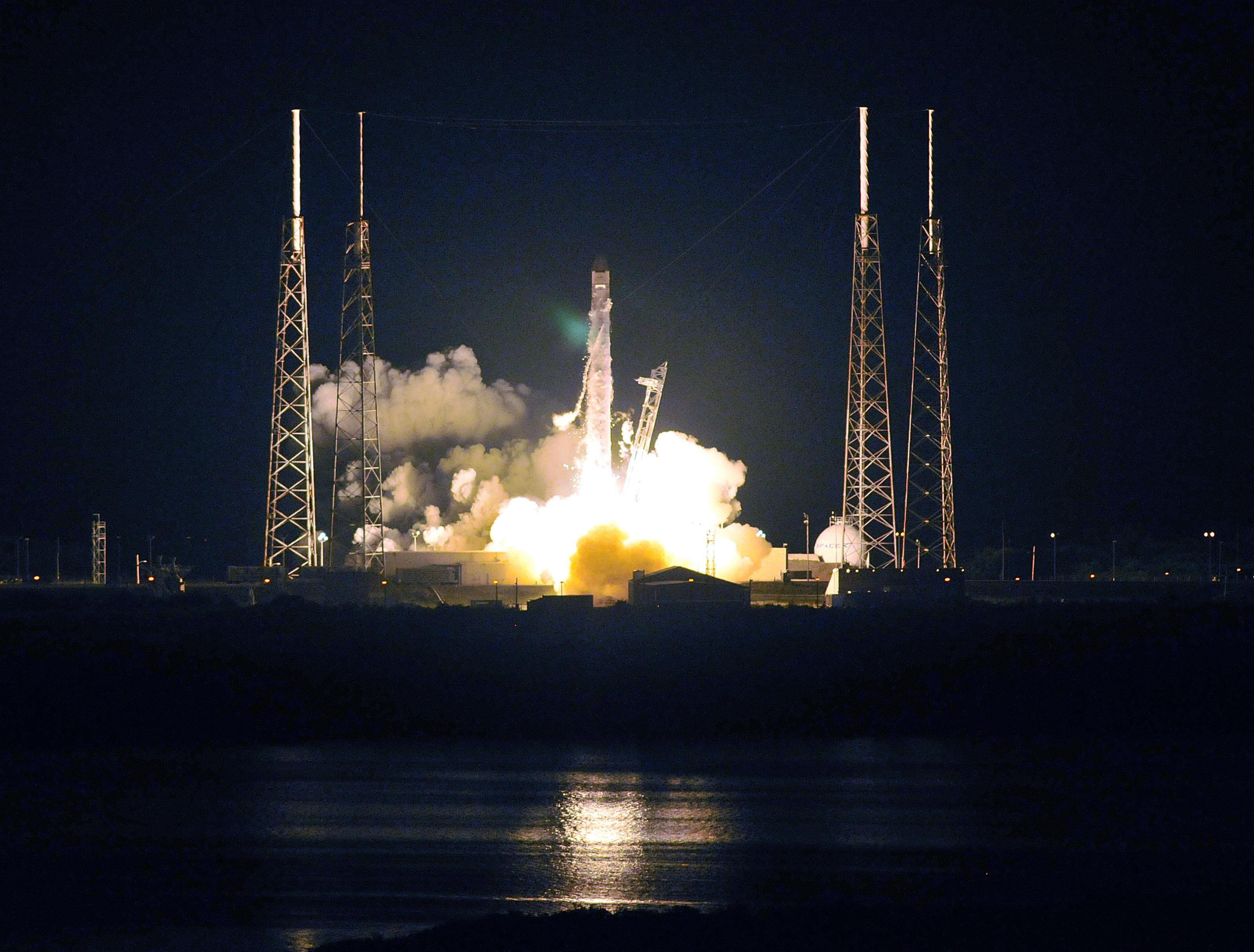 SpaceX Unveils Manned Spacecraft Dragon V2