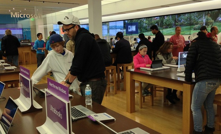 Microsoft is encouraging consumers to play with the Surface Pro at its stores ahead of its launch date ...